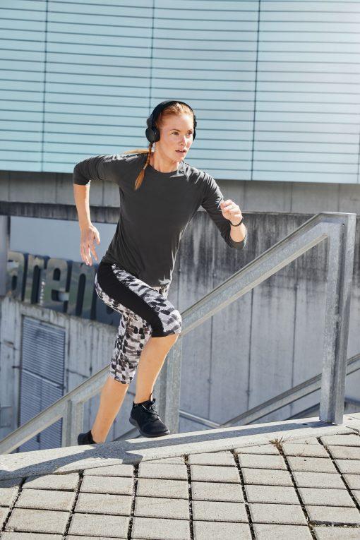 Дамска спортна блуза с дълъг ръкав - цвят Черен