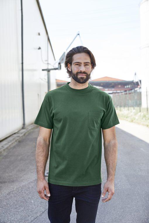 Мъжка тениска с джоб - цвят Черен