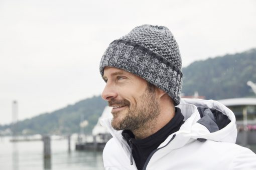 Mъжка плетена шапка тип Beanie - цвят Морско Син/Бял