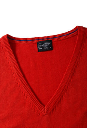Дамски пуловер с V-образно деколте - цвят Черен